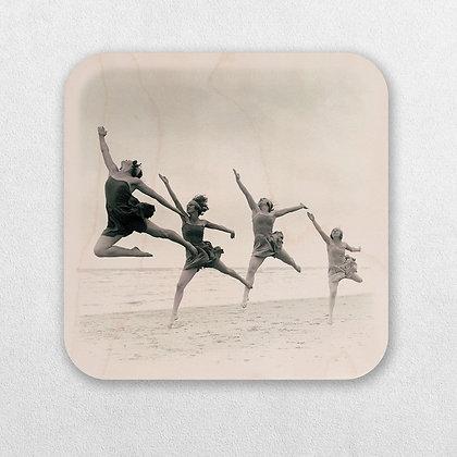 רקדניות בים