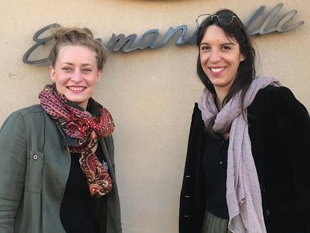 Rencontre avec Emmanuelle et Laurène : un duo fleuri et optimiste.