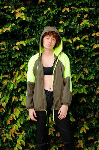 jaqueta corta vento caqui c/ amarelo flúor