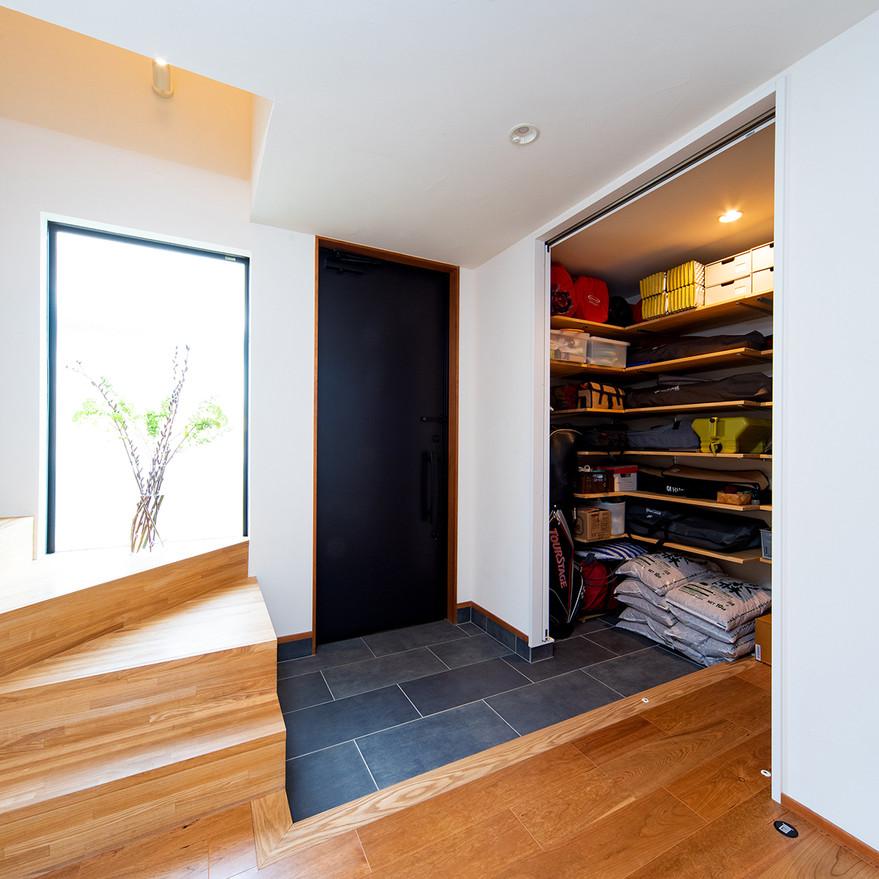HOUSE-TSU 収納がたっぷりな玄関