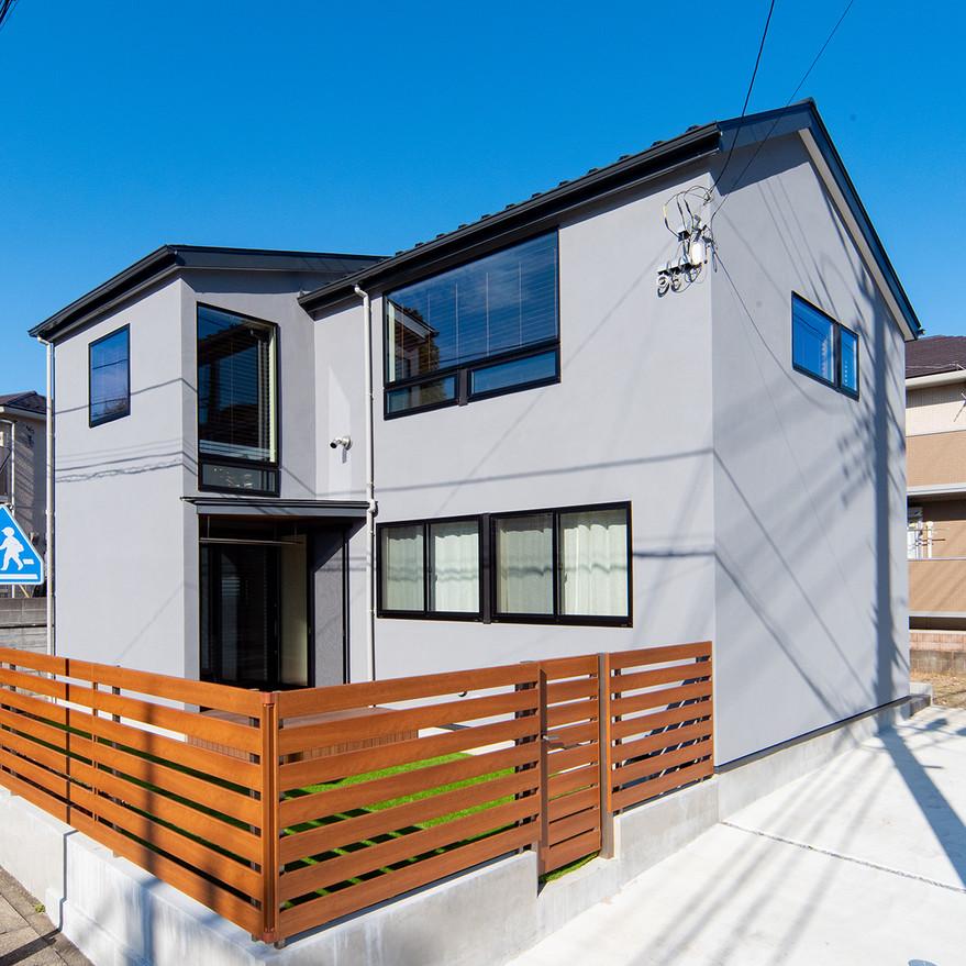 HOUSE-TSU シンプルな外観