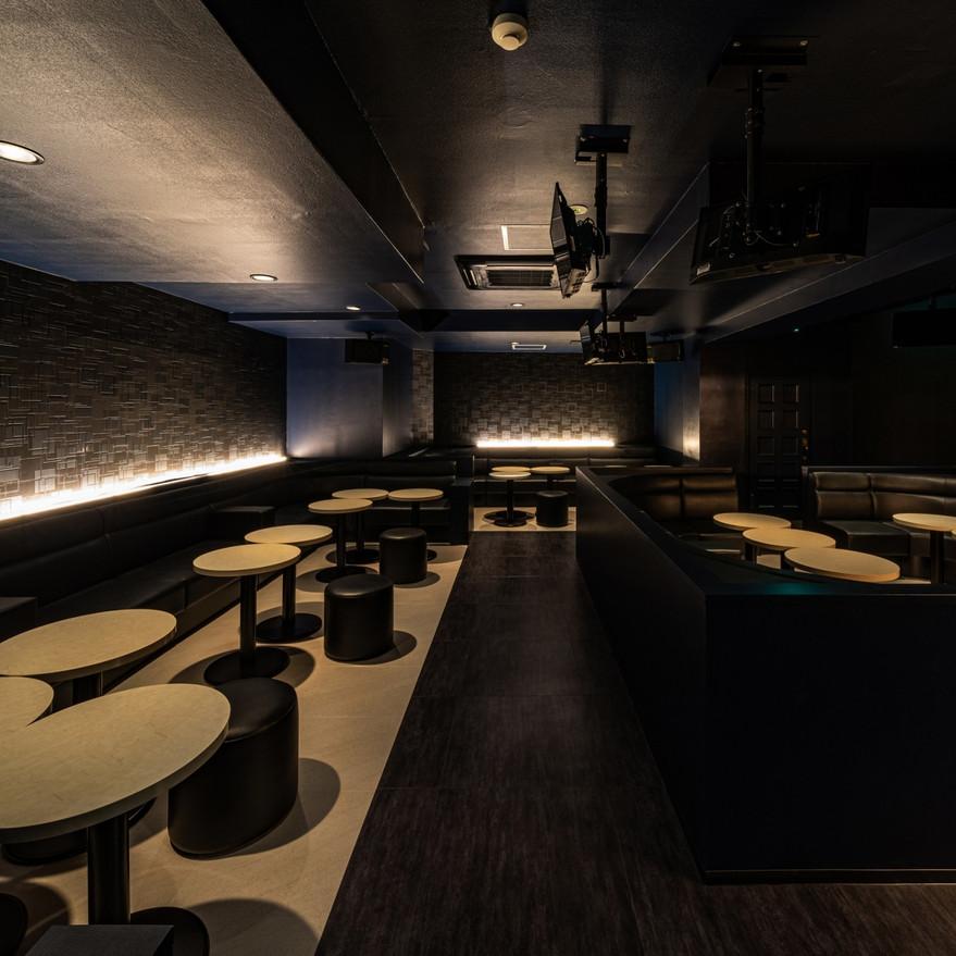 CLUB LUXZA モダンでシンプルな客席デザイン