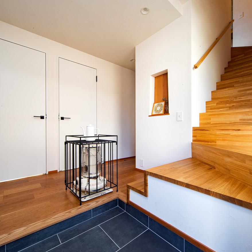 HOUSE-TSU 広く明るい玄関