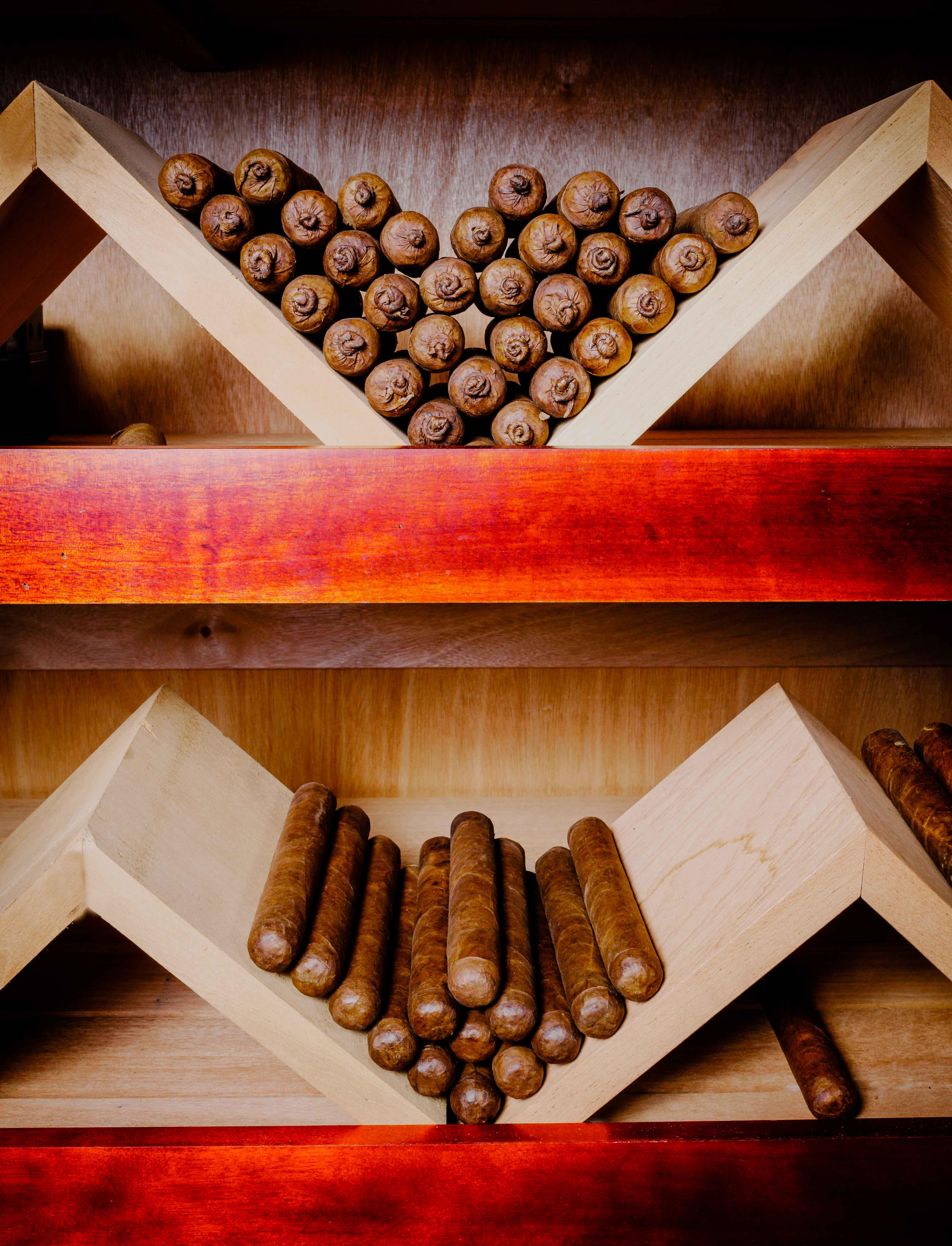 Gulfport Cigar Shop 4 s