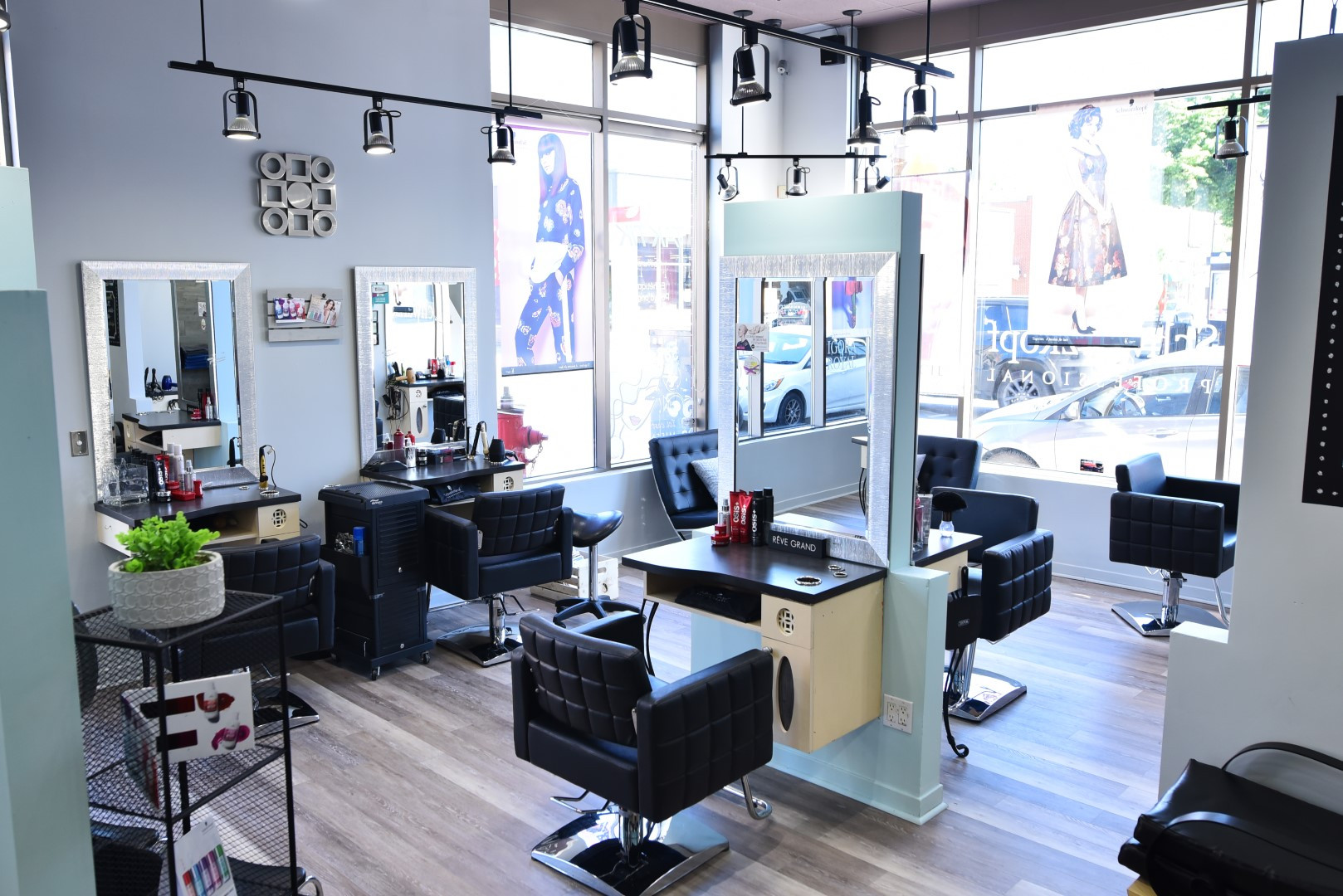Salon (23) (Grand).JPG
