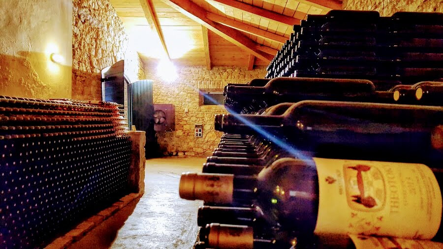 excursions-wine-tasting-06.jpg