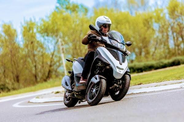 essai-piaggio-mp3-yourban-sport-300-lt.j