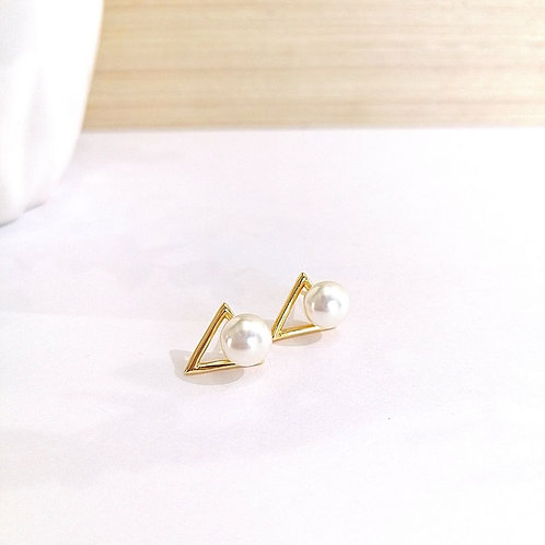 Aretes Dorados Triangulo con perla