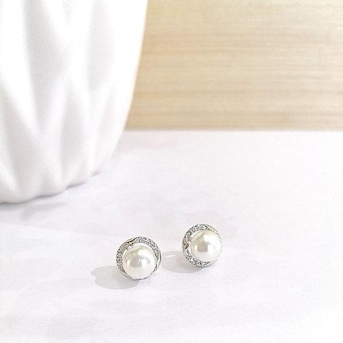 Aretes Circulares Plateados con perla