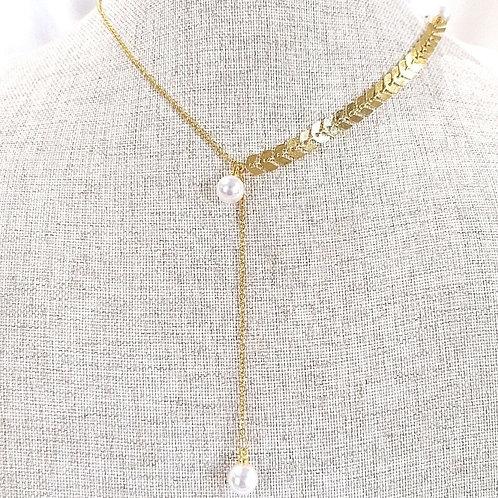 Cadena larga con perlas