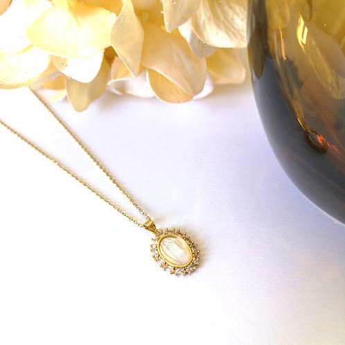 Gargantilla Virgen grabada en perla