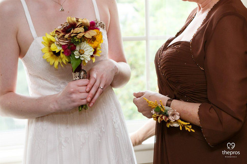 DIY wedding - bridal bouquet and mother-of-the-bride corsage