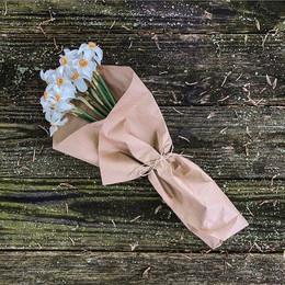 Narcissus poeticus market bouquet