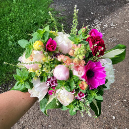 Large Statement bridal bouquet - mid June (bird's-eye view)