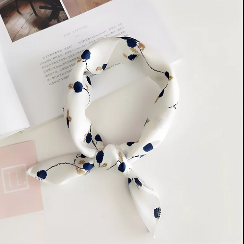 Petit foulard chic blanc à pois bleu