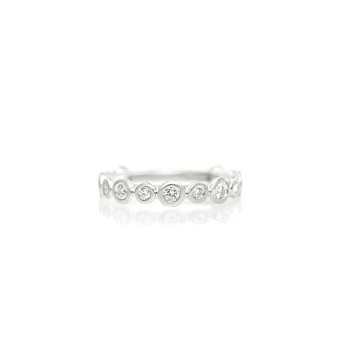alternating large and small diamond band in platinum