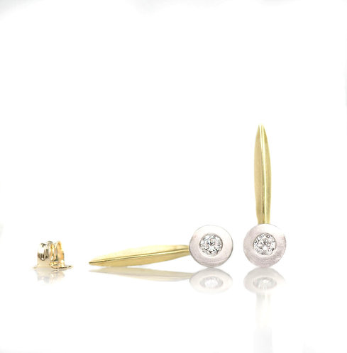 18kt single blade earrings with larger diamonds in platinum