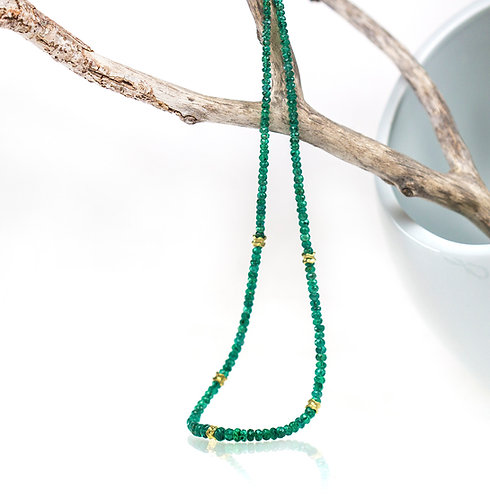 emerald bead necklace with ripple beads