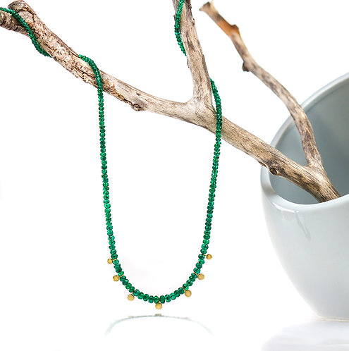 emerald bead necklace with graduated pebbles