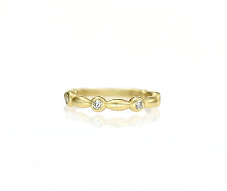 inspiration diamond band in 18kt yellow