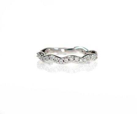diamond wavy band in 14kt white
