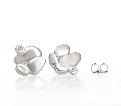 platinum clustered pebble studs with diamonds