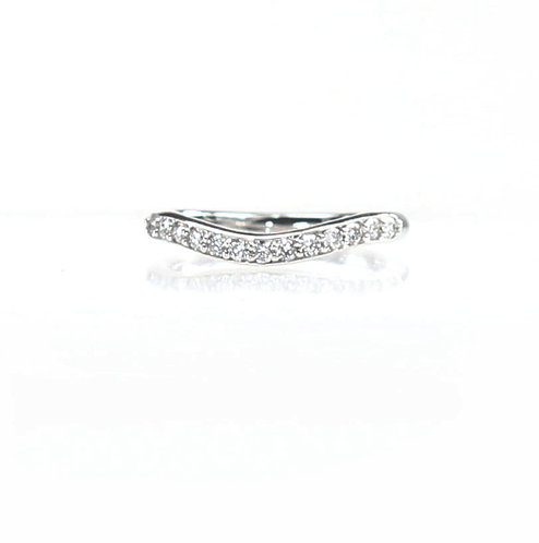 curved diamond band in 14kt white