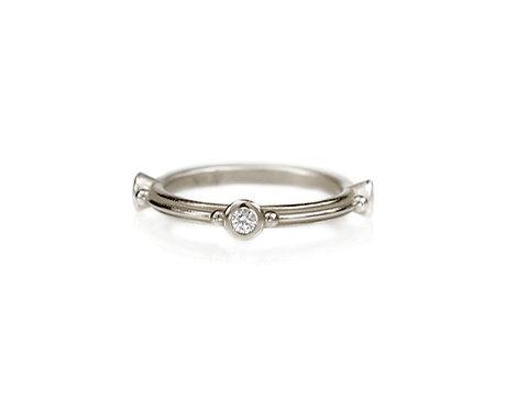straight ripple ring with three diamonds in palladium