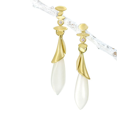 18kt reflection tops with white moonstone beach grass drops