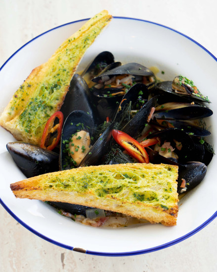 Mussels at Woolwhich Pier Hotel