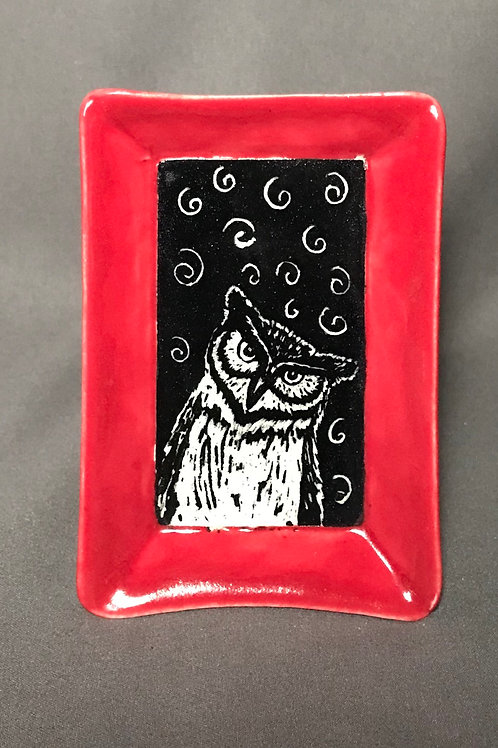 Small plate: Quizzical owl (red)