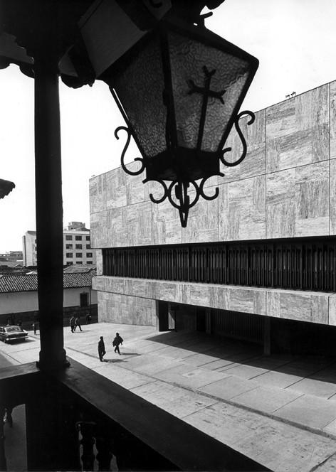 Clásicos de Arquitectura: Biblioteca Luis Angel Arango / Germán Samper