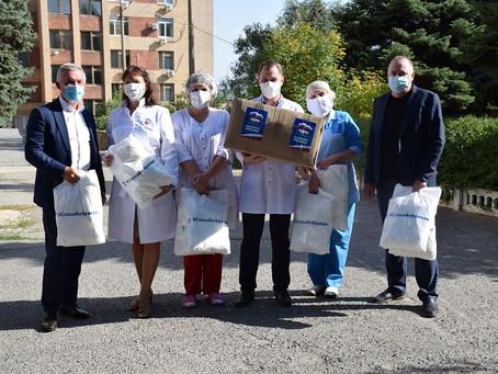 Волгоградские единороссы передали медикам очередную партию средств индивидуальной защиты