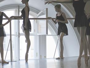 ¿Qué disciplinas estudian los futuros bailarines profesionales de ballet en la Academia Vaganova?