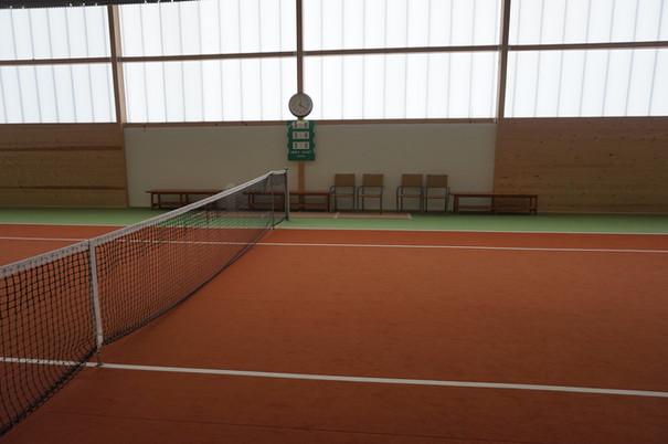 Tennisplatz Seite.JPG
