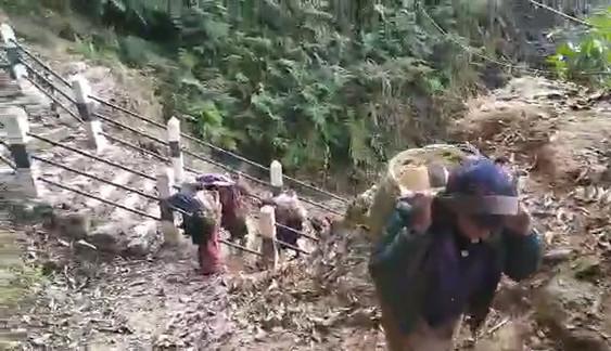 Elles ont bien du mérite les femmes du village