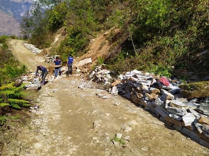 Les pierres taillées sont en attentes de transport au village