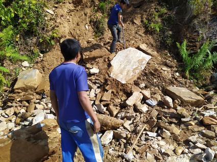 Les blocs de pierres sont extraits de la montagne