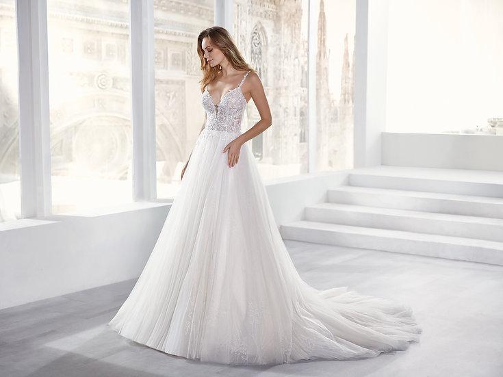 Vestido de noiva princesa, saia com tule de glitter, corpete com renda depétalase alças finas.