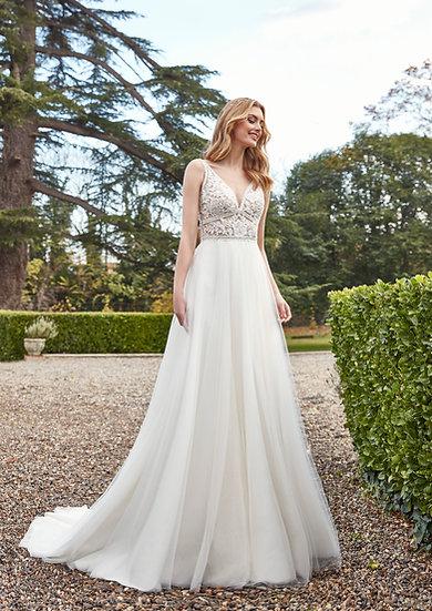 Camadas de tuleformam a saia deste vestido boho, com um corpo de renda simplesmente fenomenal de decote V que alonga e valor
