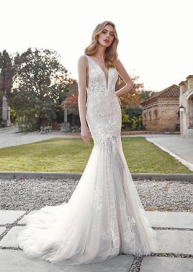 A modelagem desse vestido de noiva sereia realça as curvas naturais do corpo, dando um toque de sensualidade sem perder a ele