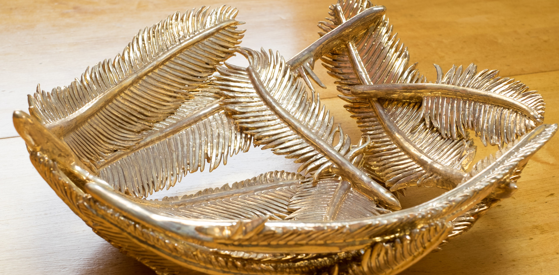 Gold lustre feather bowl