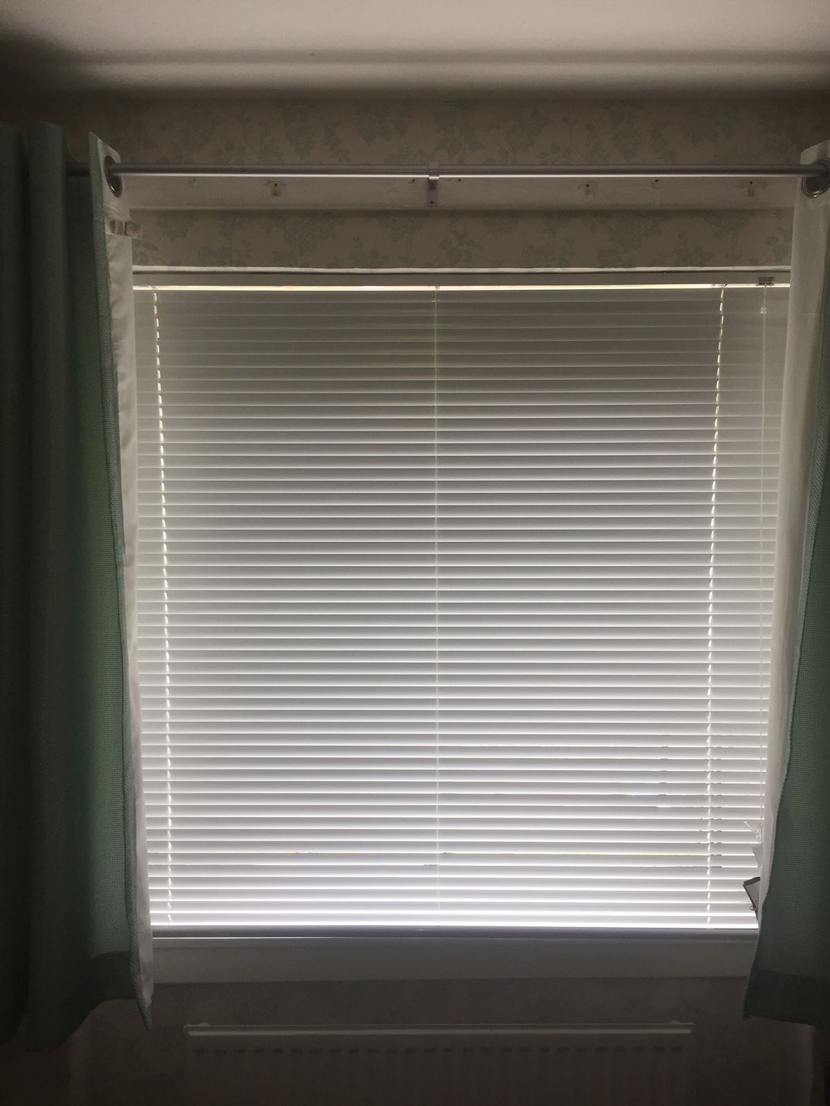 White 25mm Metal Venetian blind