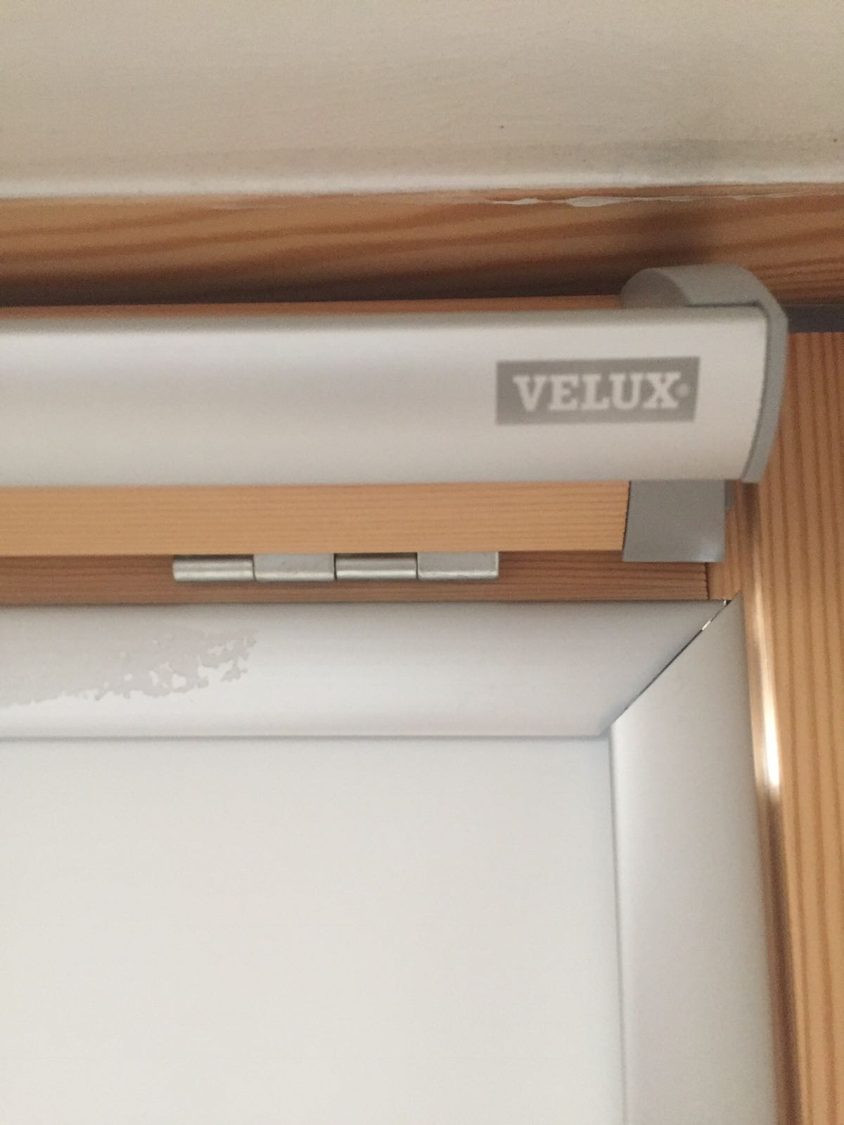Velux fitted blind