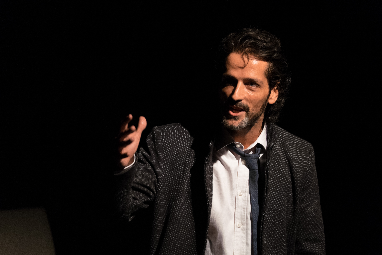 Pablo Castañón en CUERDAS - Teatro L