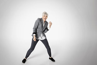 遊び心のある高齢女性