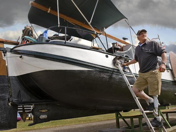 OSSUR PROSTH RheoKnee_Boat_lifestyle.jpg