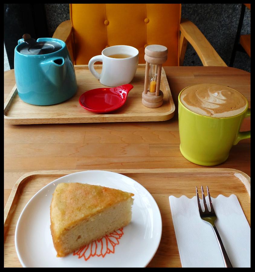 Coffee and cake, vegan style in Jiaoxi