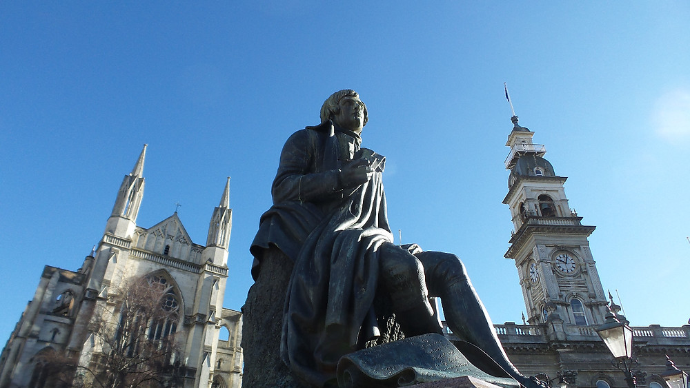 Another shot of Robert Burns' statue with iconic Octagon architecture behind.