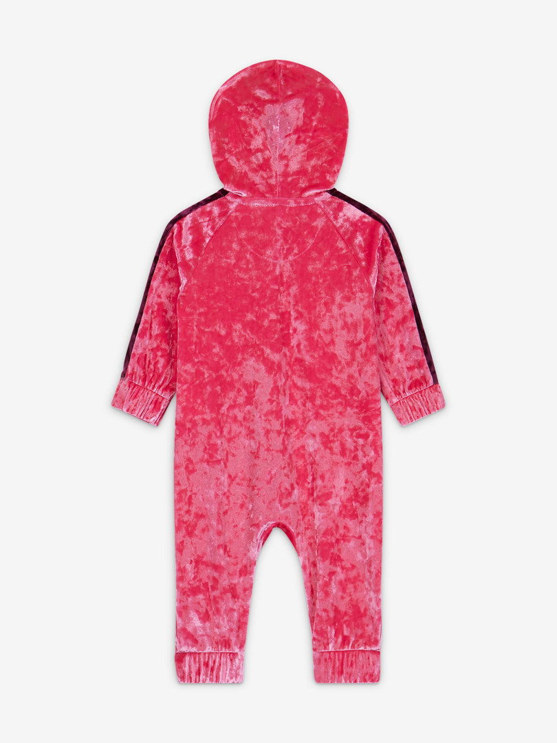 Baby (0-9M) Crushed Velour Full-Zip Coverall Pincksickle Keep them warm and comfy in the Nike Coverall, made of crushed velour fabric that feels soft and fuzzy.